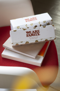 Boites We Are Family Personnages Speculoos Maison Dandoy