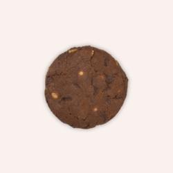 Cookie chocolat noir aux pépites de chocolat blanc.