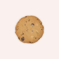 Cookie aux pépites de chocolat noir et aux noix de pécan.